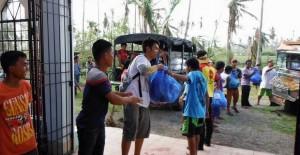 フィリピン台風被災地の支援7 物資の配布