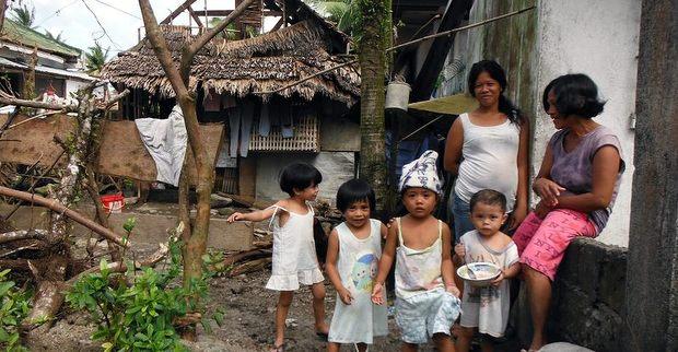 フィリピン台風被災地の支援9 被災した家族
