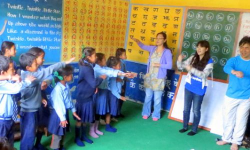 ネパールでの里子との交流