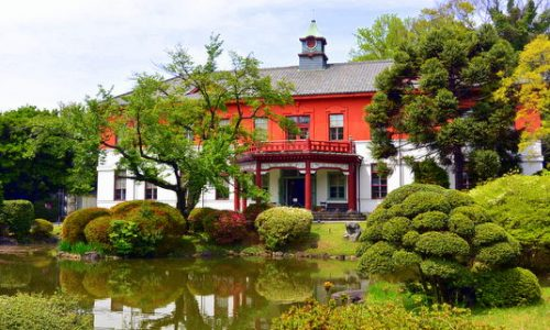 小石川植物園: 日本庭園と旧東京医学校本館