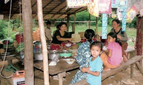 小売店を開業する女性