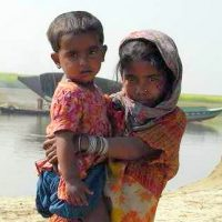 インドの水汲み少女