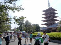 浅草寺五重塔とスカイツリー