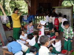 学校での授業の様子(カチン州)