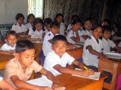 ラカインの村の学校