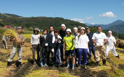 第5回小谷村ワークキャンプ 稲刈りのあとの集合写真